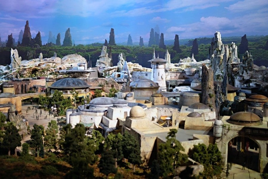 Starships, Sabers, and Scoundrels Show 34 - Porg Hunters of Texas - Star Wars Galaxy's Edge Model